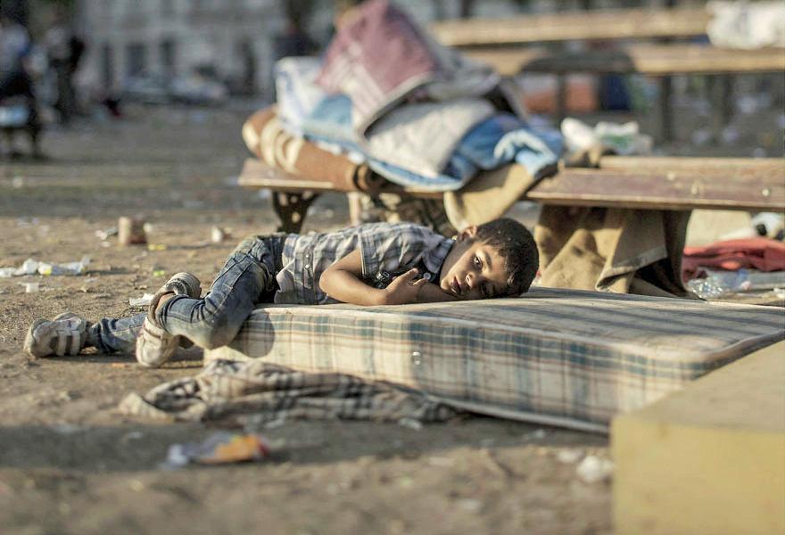 Where children sleep Syrian refugee crisis (4)